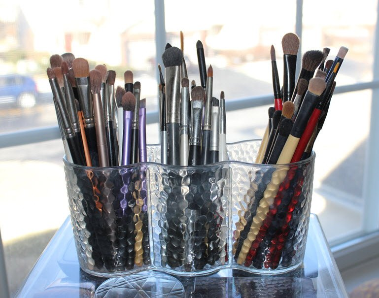 Reorganize and Store Your Makeup With The Best Acrylic Cases