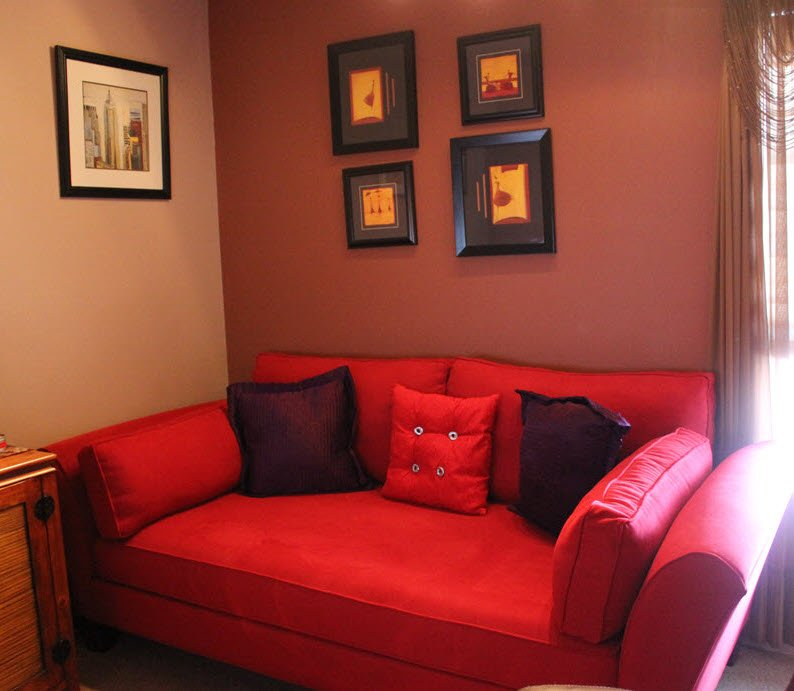 Office red day bed
