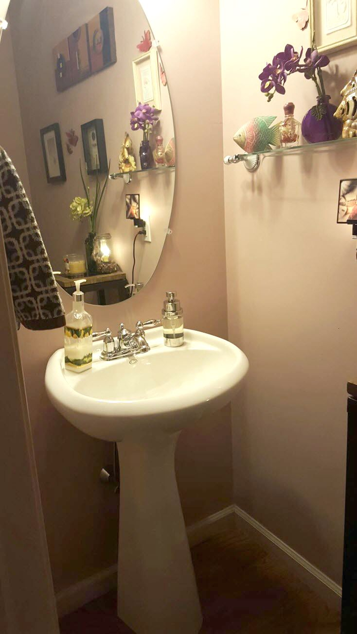 half powder room - Powder Room Pedestal Sink