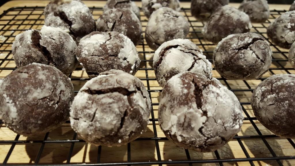 Chocolate Crinkle Cookie Recipe - Little Pops Of Pleasure