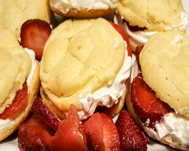Strawberry Cream Puffs - Creamy Clouds Of Goodness!