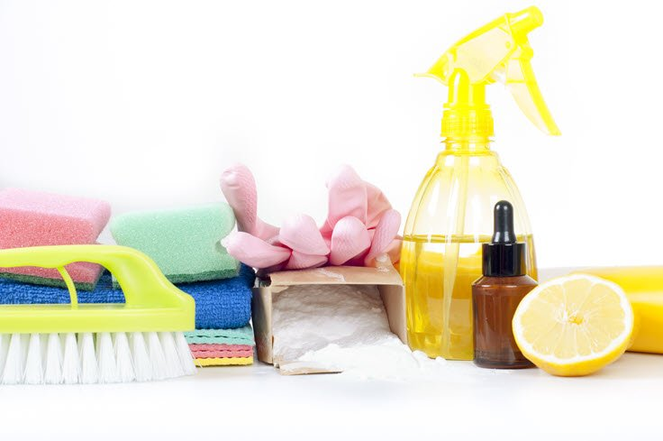 How To Make An All-Natural Bathroom Cleaning Product That Works