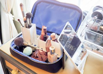 Organize Makeup Easily Wherever You Are With The Traveler