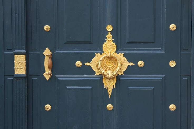 10 Door Knockers That Will Beautify Your Entryway (No Hardware Install)