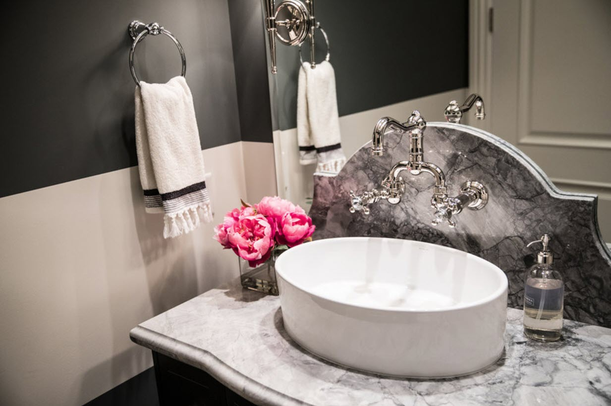 7 Professional Tips To Beautify Your Small Bathroom Decor (With Image Examples!)