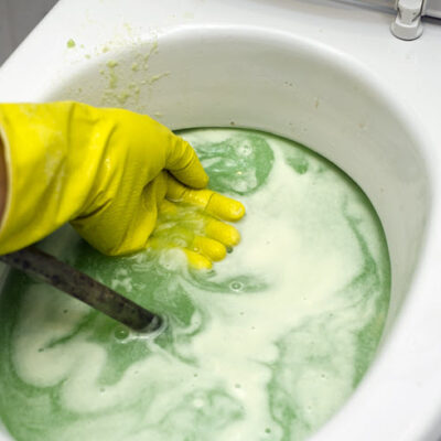 10 Things You Never Want To Flush Down The Toilet FEATURED