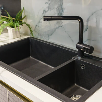 4 Reasons You Need A Touchless Faucet In Your Kitchen FEATURED