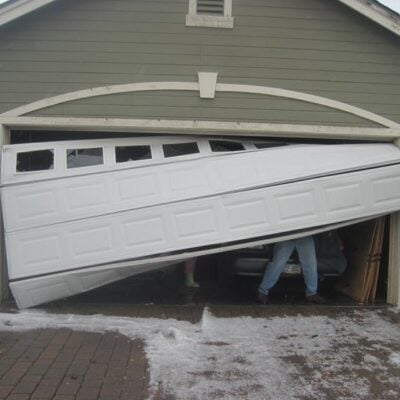 5 Quick Ways to Troubleshoot A Faulty Garage Door Featured