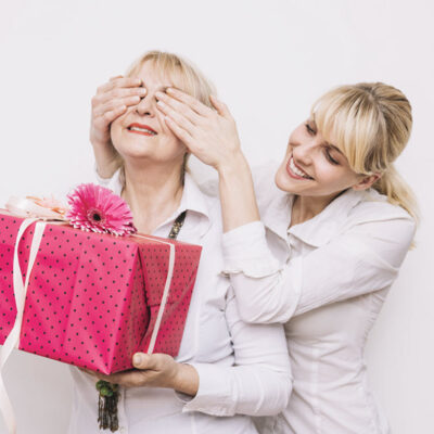 6 Unique Gifts For Mom She Will Love And Cherish FEATUREDIMAGE