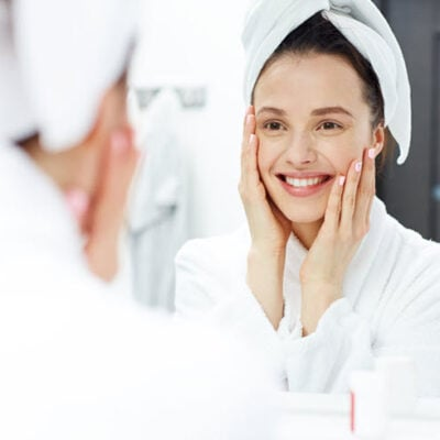 7 Skincare Tips You Need To Do For Younger Looking Skin FEATURED