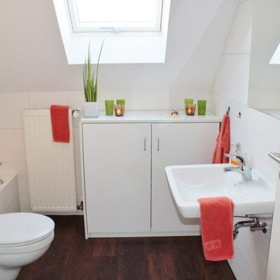 Featured Helpful Ideas To Making a Tiny Bathroom Look Bigger