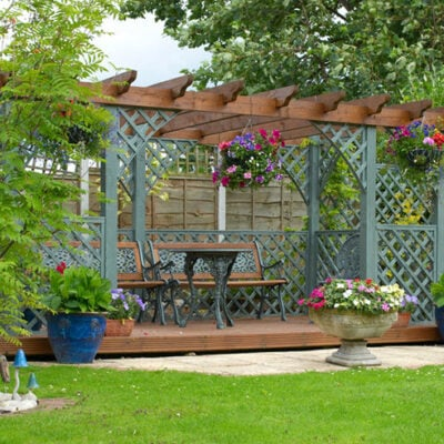 How To Decorate A Backyard Pergola With Style & Flair FEATURED
