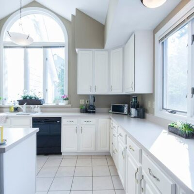 How To Easily Choose A Kitchen Paint Color You'll Love FEATURED