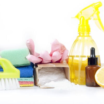 How To Make A Homemade Cleaning Product That Works FEATURED