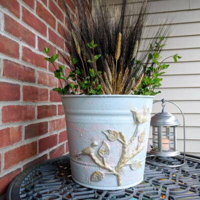 Old Metal Bucket Repurposed Into Charming Farmhouse Decor 14 Featured