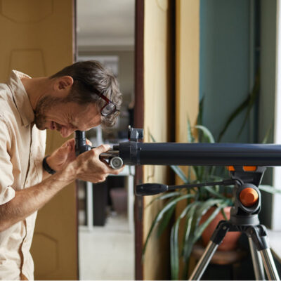 young-man-looking-through-telescope-he-watching-stars-planets FEATURED